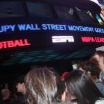 Sabado, 15 de Octubre, 2011 - Miles de personas en apoyo del movimiento OWS se reuniron en Times Square, Nueva York.