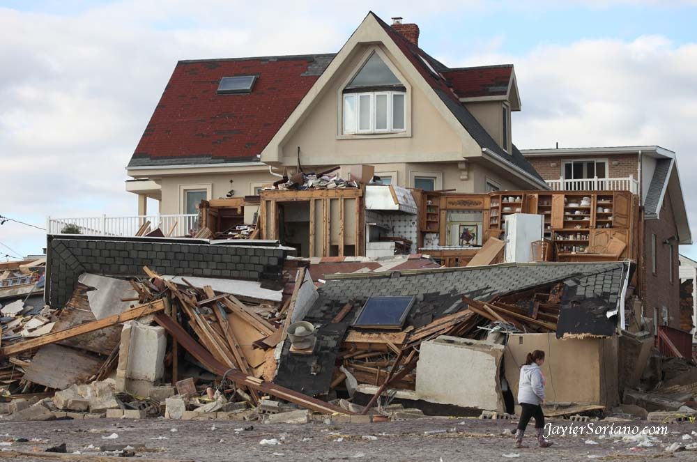 11/4/2012 - A house in Far Rockaway after hurricane Sandy.  Photo by Javier Soriano/www.JavierSoriano.com