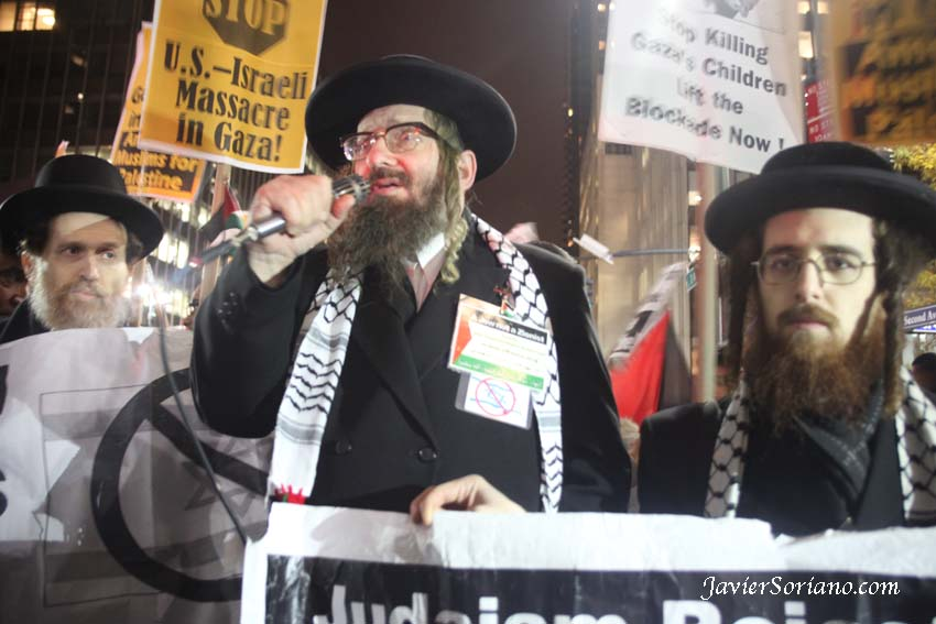 11/20/2012. New York City - A Rabbi speaks in support of Gaza/Palestine.