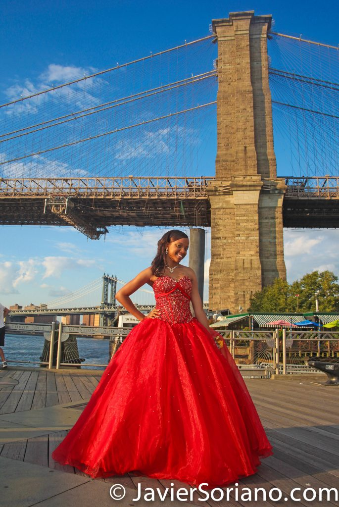Brooklyn Bridge Park, NYC – Sweet Sixteen girl celebrating her 16 birthday.  Do you need Sweet Sixteen photos/video in Brooklyn, Bronx, Queens, Staten Island, Manhattan? Send me a message.  Puente de Brooklyn, Nueva York – 16 años de esta hermosa señorita.  ¿Necesitas fotos/video de Quinceañera? Envíeme un mensaje.  Foto por Javier Soriano/www.JavierSoriano.com