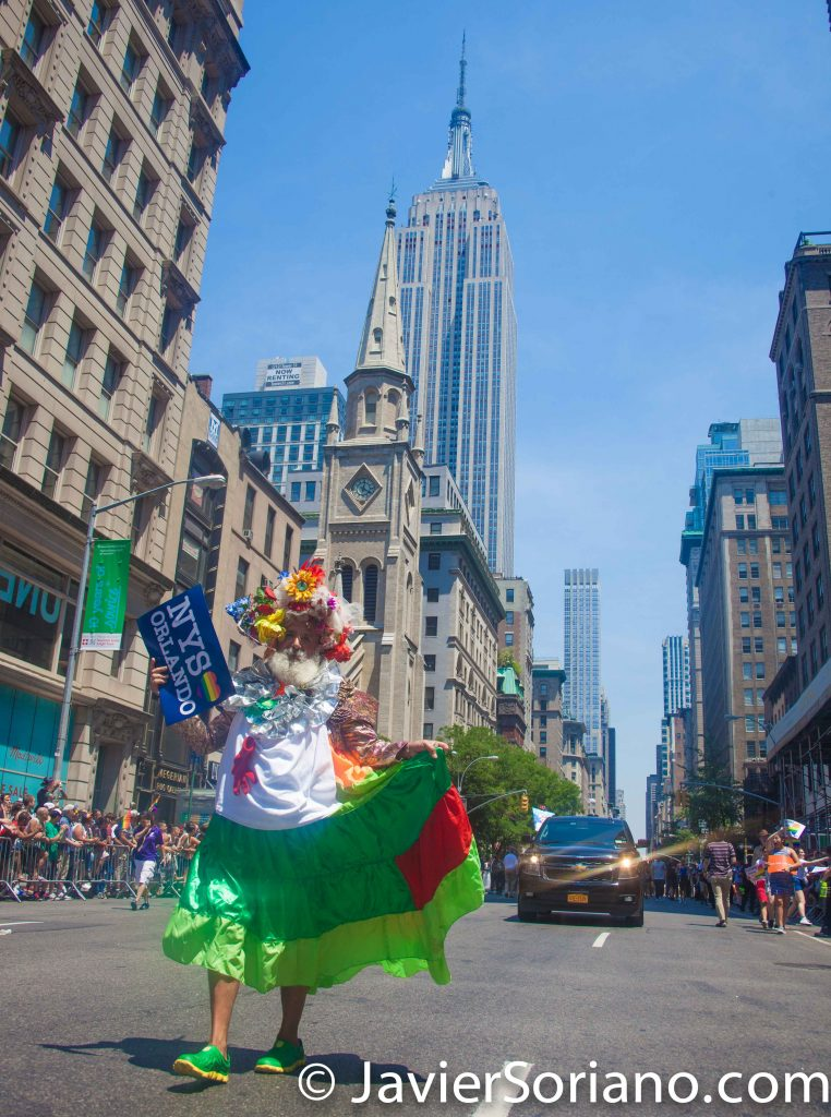 "6/26/2016 PRIDE March. NYC. ""La Paisa"" Colombiana y el Empire State building. Photo by Javier Soriano/www.JavierSoriano.com"