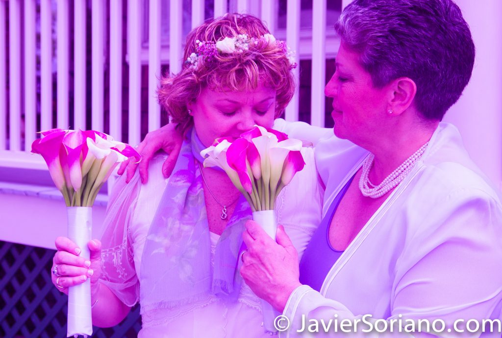 A same sex wedding. A lesbian couple on their wedding day. Una boda del mismo sexo. Una pareja de lesbianas en el día de su boda. Photo by Javier Soriano/www.JavierSoriano.com