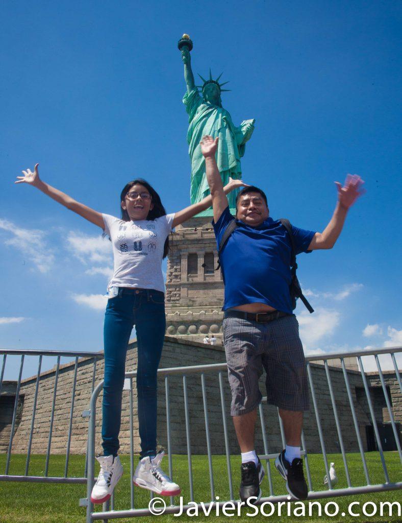 8/03/2016 NYC -  La Estatua de la Libertad y turistas.  Foto por Javier Soriano/www.JavierSoriano.com