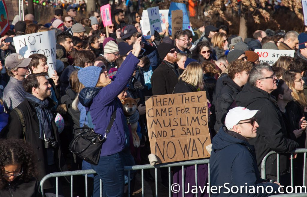 1/29/2017 Battery Park, NYC - People's protectors in support of Muslims, refugees, immigrants. Photo by Javier Soriano/www.JavierSoriano.com