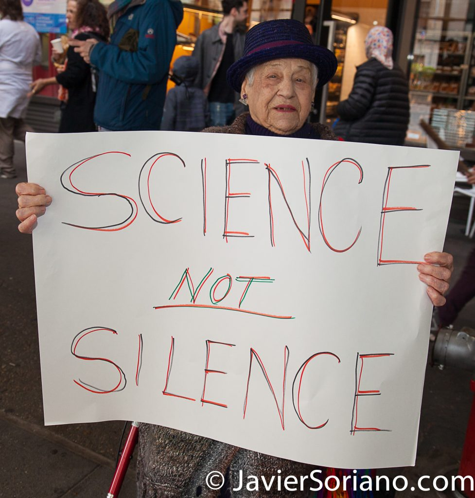 "4/22/2017 NYC - March for science. ""Science not silence"" Photo by Javier Soriano/www.JavierSoriano.com"