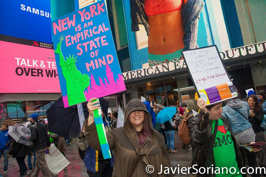 4/22/2017 NYC - March for science. People in Times Square. Photo by Javier Soriano/www.JavierSoriano.com