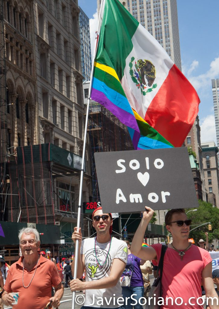 "6/25/2017 Manhattan, NYC - Pride March 2017. ""Solo amor."" Photo by Javier Soriano/www.JavierSoriano.com"