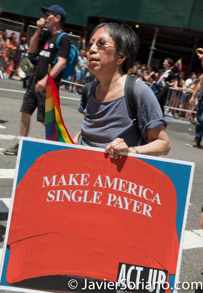 "6/25/2017 Manhattan, NYC - Pride March 2017. ""Make America single payer."" ACT UP. Photo by Javier Soriano/www.JavierSoriano.com"