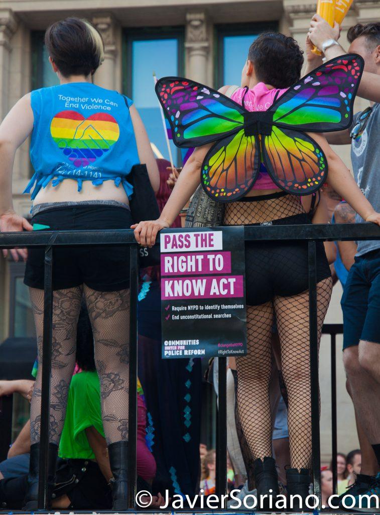 "25/6/2017 Manhattan, Nueva York - Marcha del Orgullo LGBTQ 2017. ""Pass The Right To Know Act."" ""Aprueben La Ley Del Derecho de Saber."" Foto por Javier Soriano/www.JavierSoriano.com"