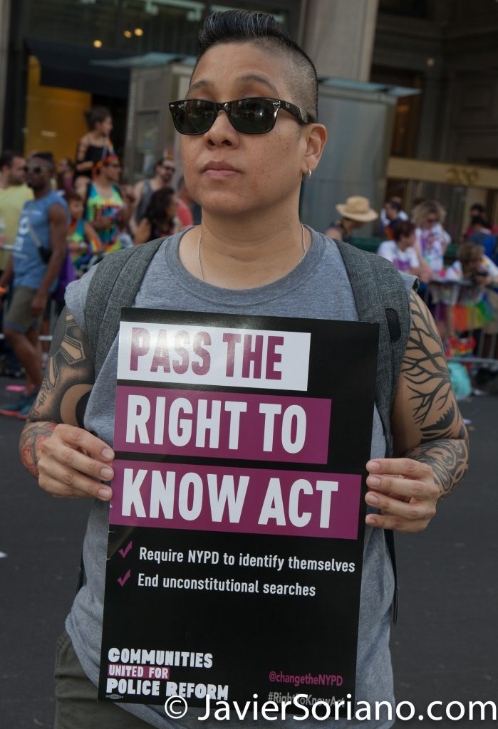 "25/6/2017 Manhattan, Nueva York - Marcha del Orgullo LGBTQ 2017. ""Pass The Right To Know Act."" ""Aprueben La Ley Del Derecho de Saber."" Foto por Javier Soriano/www.JavierSoriano.com"