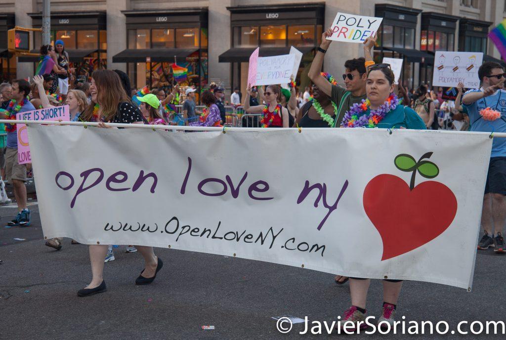 "25/6/2017 Manhattan, Nueva York - Marcha del Orgullo LGBTQ 2017. ""Open Love NY"" (Gente representando a la comunidad polyamory."" Foto por Javier Soriano/www.JavierSoriano.com"