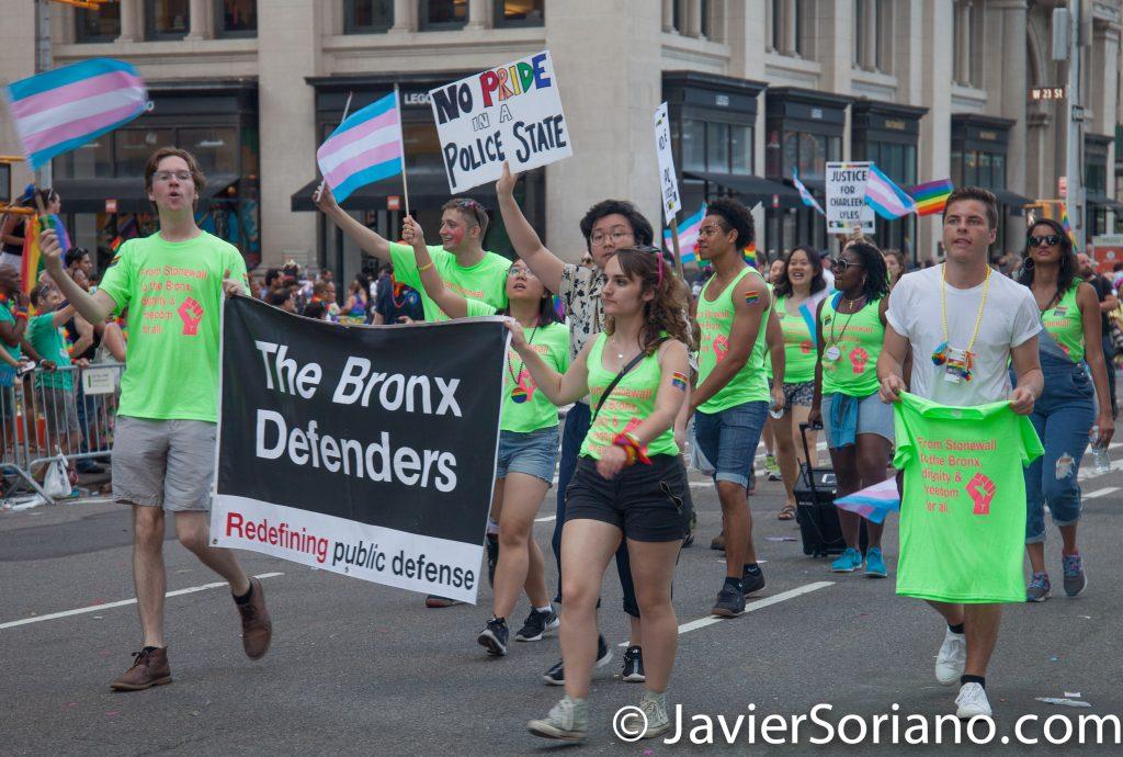 """25/6/2017 Manhattan, Nueva York - Marcha del Orgullo LGBTQ 2017. """"The Bronx Defenders."""" Foto por Javier Soriano/www.JavierSoriano.com"""