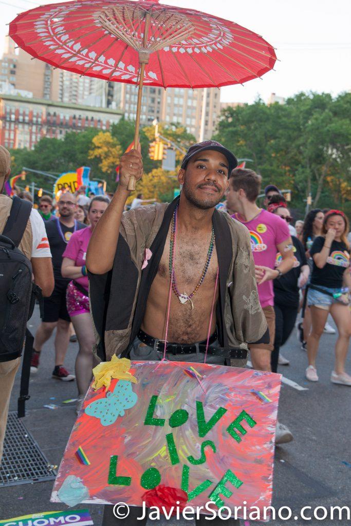 """25/6/2017 Manhattan, Nueva York - Marcha del Orgullo LGBTQ 2017. """"Love is Love."""" (El Amor es Amor.) Foto por Javier Soriano/www.JavierSoriano.com"""