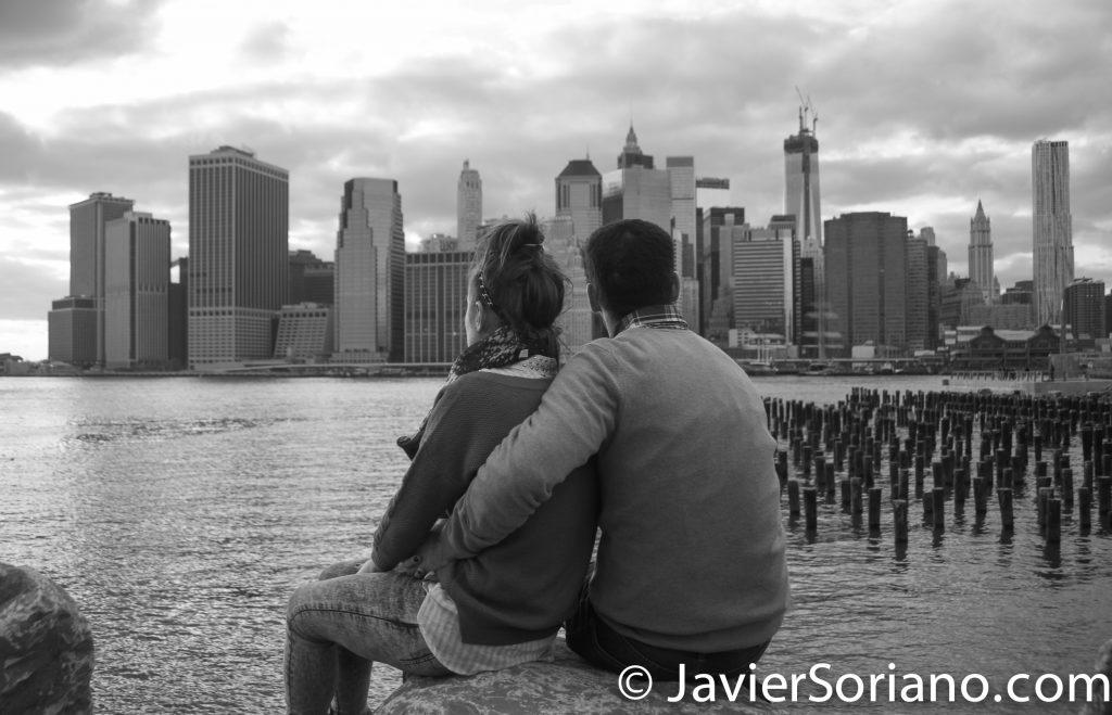 """Parque del Puente de Brooklyn, Brooklyn - Fotógrafo/videografo personal en la Ciudad de Nueva York. Con un recorrido privado por """"La Ciudad que Nunca Duerme"""" con un fotógrafo/videografo profesional, harás una completa visita por los lugares más interesantes de """"La Capital Del Mundo"""" y te ahorraras tiempo y dinero. Conozco la Ciudad de Nueva York, me encanta la fotografía/videgrafía, me encanta la gente, me encanta viajar y me encantan los turistas. ¡Amo lo que hago!  Enviame un mensaje. Foto por Javier Soriano/www.JavierSoriano.com"""