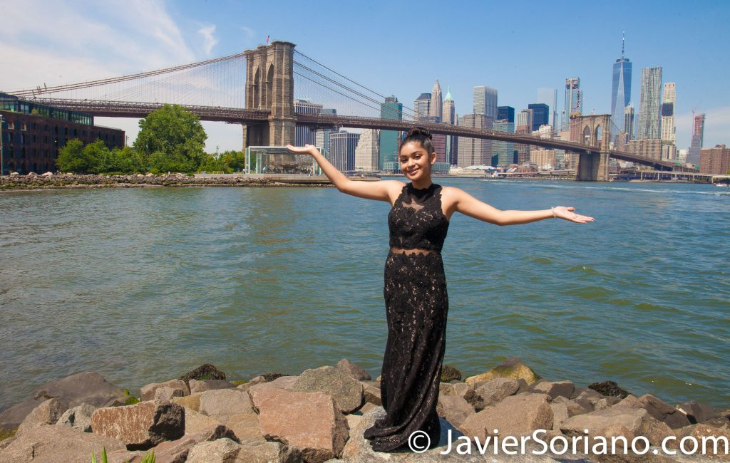 Brooklyn Bridge Park, NYC – I was the photographer of this beautiful Quinceañera girl. Do you need Quinceañera/Sweet Sixteen photos? Send me a message. Photo by Javier Soriano/www.JavierSoriano.com