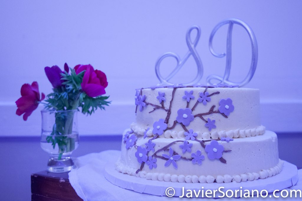 2/26/2017. New York City. Wedding cake of an amazing lesbian couple. I love them. I'm grateful for their friendship and for being their photographer on their special day. Congratulations!  26/2/2017. Ciudad de Nueva York - Pastel de bodas de una increíble pareja de lesbianas. Las quiero mucho. Estoy agradecido por su amistad y por ser su fotógrafo en su día especial ¡Felicitaciones!  Are you having your wedding in NYC, Puerto Rico, Trinidad & Tobago, Mexico, etc.? I can be your photographer or videographer. I live in New York City. I can travel.  ¿Vas a celebrar tu boda en Nueva York, Puerto Rico, Trinidad y Tobago, México, etc.? Puedo ser su fotógrafo o videógrafo. Vivo en Nueva York. Yo puedo viajar.  Photo by Javier Soriano/www.JavierSoriano.com