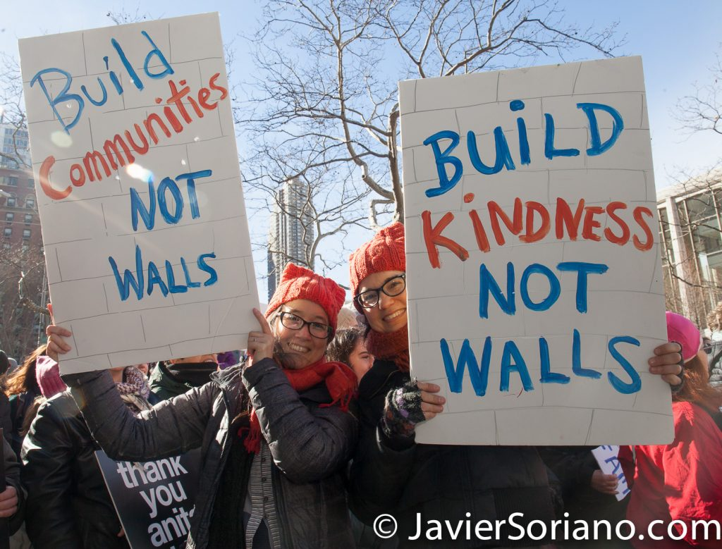 "1/20/2018. Manhattan, NYC - Women's March. ""Build communities, not walls"" ""Build kindness, not walls""  Photo by Javier Soriano/www.JavierSoriano.com"