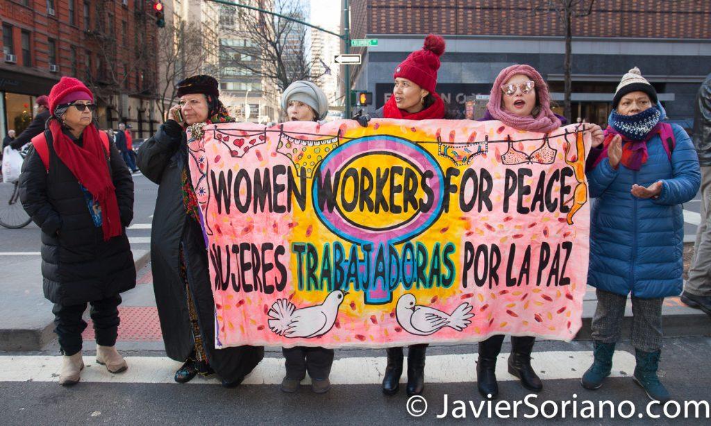 """1/20/2018. Manhattan, NYC - Women's March. """"Women workers for peace"""" """"Mujeres trabajadoras por la paz""""  Photo by Javier Soriano/www.JavierSoriano.com"""