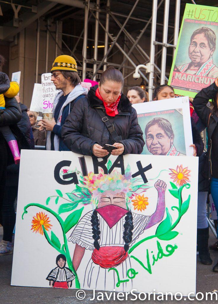 """1/20/2018. Manhattan, NYC - Women's March. Apoyando al CNI (Congreso Nacional Indígena). """"Gira por la vida.""""  Photo by Javier Soriano/www.JavierSoriano.com"""