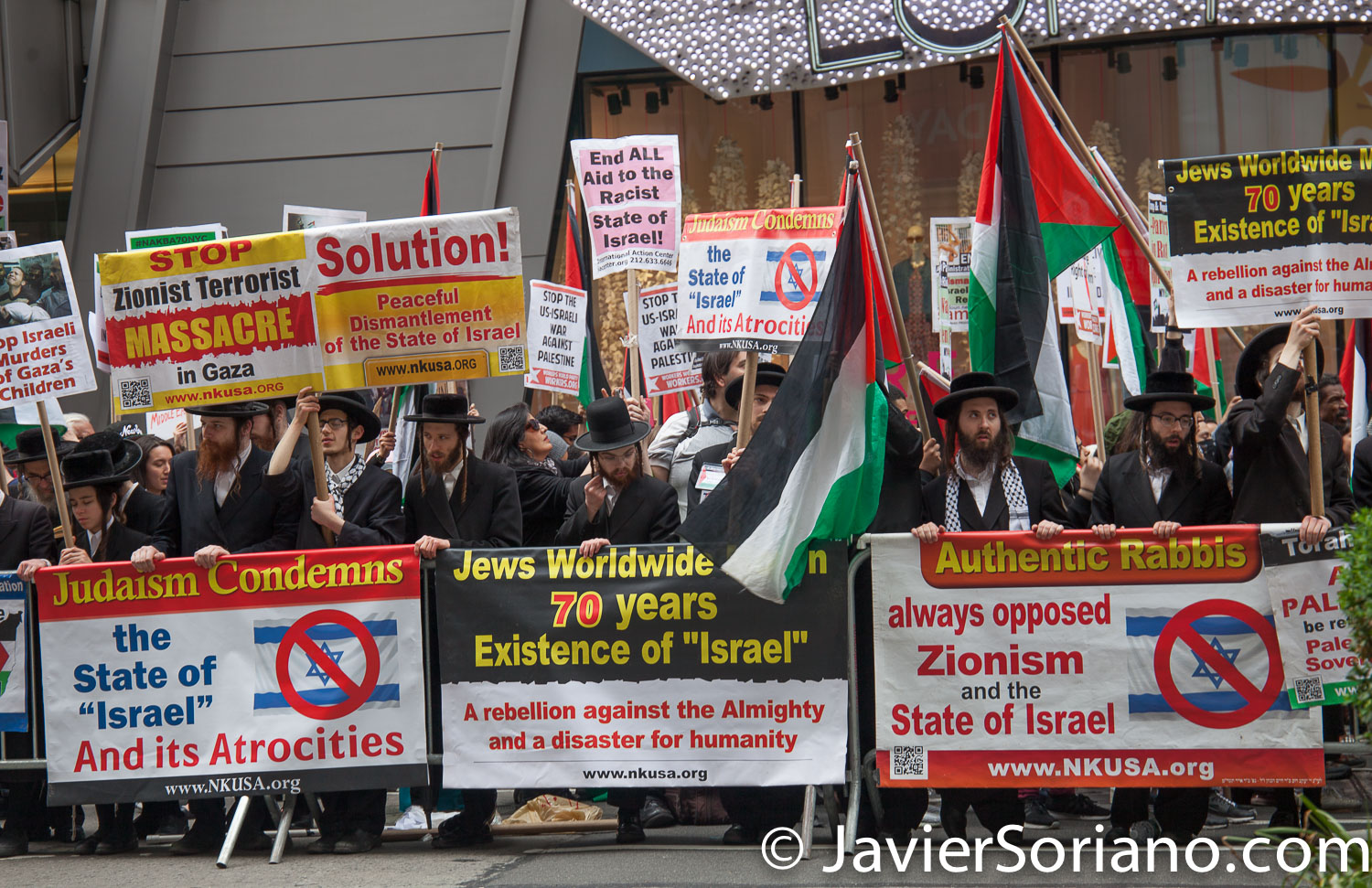 5/18/2018. New York City - Jews in Times Square supporting Palestine. Photo by Javier Soriano/www.JavierSoriano.com