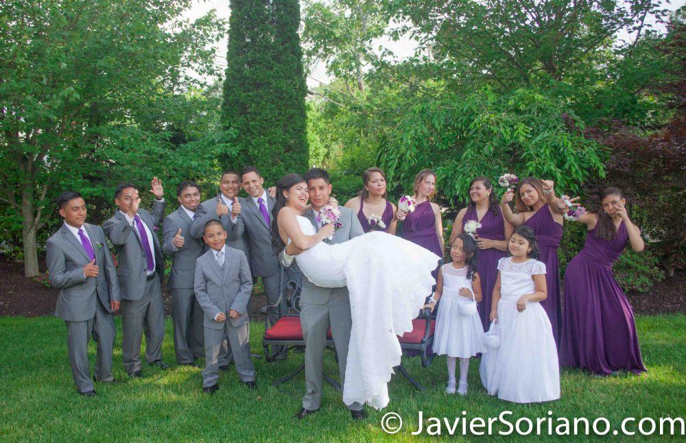 Love is in the air. Do you need wedding photography/videography? I can be your photographer/videographer. Send me a message. El amor está en el aire. ¿Necesita fotografía / videografía para tu boda? Puedo ser tu fotógrafo / videógrafo. Envíeme un mensaje. Photo by Javier Soriano/www,JavierSoriano.com