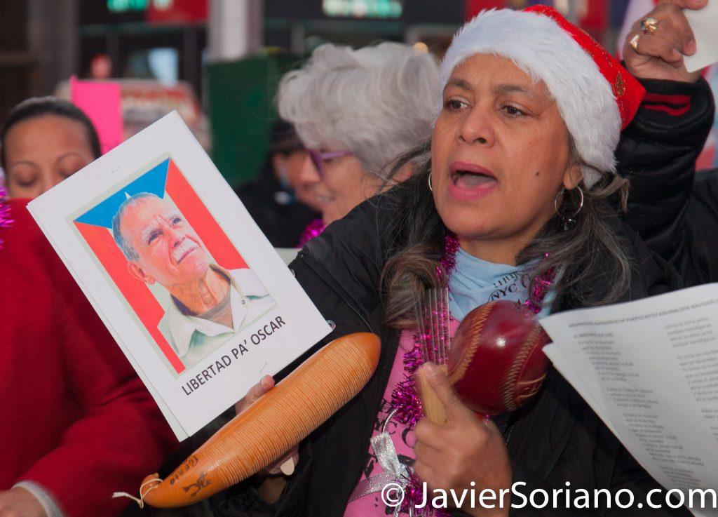 25/12/2016 Ciudad de Nueva York - Parranda para pedir a Obama la libertad de Oscar López Rivera.  Photo by Javier Soriano/www.JavierSoriano.com