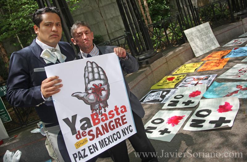 Sábado 8 de mayo de 2011. Manhattan, ciudad de Nueva York - Marcha en Nueva York por la paz en México.   Foto por Javier Soriano/www.JavierSoriano.com