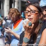 9/22/2014. NYC - An Indigenous woman speaks to protesters (Una mujer Indígena habla a los manifestantes).