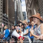 9/22/2014. NYC - A young woman speaks to protesters (Una joven habla a los manifestantes).