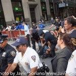 9/22/2014. NYC - A protester being arrested on Broadway and Wall St. in Manhattan. They were trying to get to the U.S. Stock Exchange (Un manifestante es arrestado en Broadway y Wall Street en Manhattan. Estaban tratando de llegar a la Bolsa de Valores de Estados Unidos).