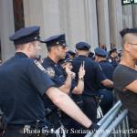9/22/2014. NYC - A Queer person and NYPD officers (Una persona Queer y oficiales del NYPD).