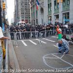 9/22/2014. NYC - Protesters and NYPD officers on Broadway a few blocks from the U.S. Stock Exchange in the lower Manhattan (manifestantes y policías del Departamento de la Ciudad de Nueva York en Broadway a unas cuadras de la Bolsa de Valores de Estados Unidos en el bajo Manhattan).