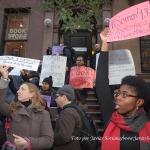 20/11/2014 – Manifestantes frente al Consulado General de México en Nueva York en apoyo a los 43 estudiantes de Ayotzinapa, Guerrero, México.  Foto por Javier Soriano/www.JavierSoriano.com