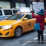 20/11/2014 – Manifestante frente al Consulado General de México en Nueva York en apoyo a los 43 estudiantes de Ayotzinapa, Guerrero, México.  Foto por Javier Soriano/www.JavierSoriano.com