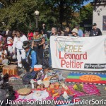 "11/10/2015. Manhattan, Ciudad de Nueva York – Octavo Día Anual de recordatorio de los Indígenas. ""Libertad para Leonard Peltier"".  10/11/2015. Manhattan, New York City – 8th Annual Indigenous Day Of Remembrance.  ""Free Leonard Peltier""     Photo by Javier Soriano/www.JavierSoriano.com"