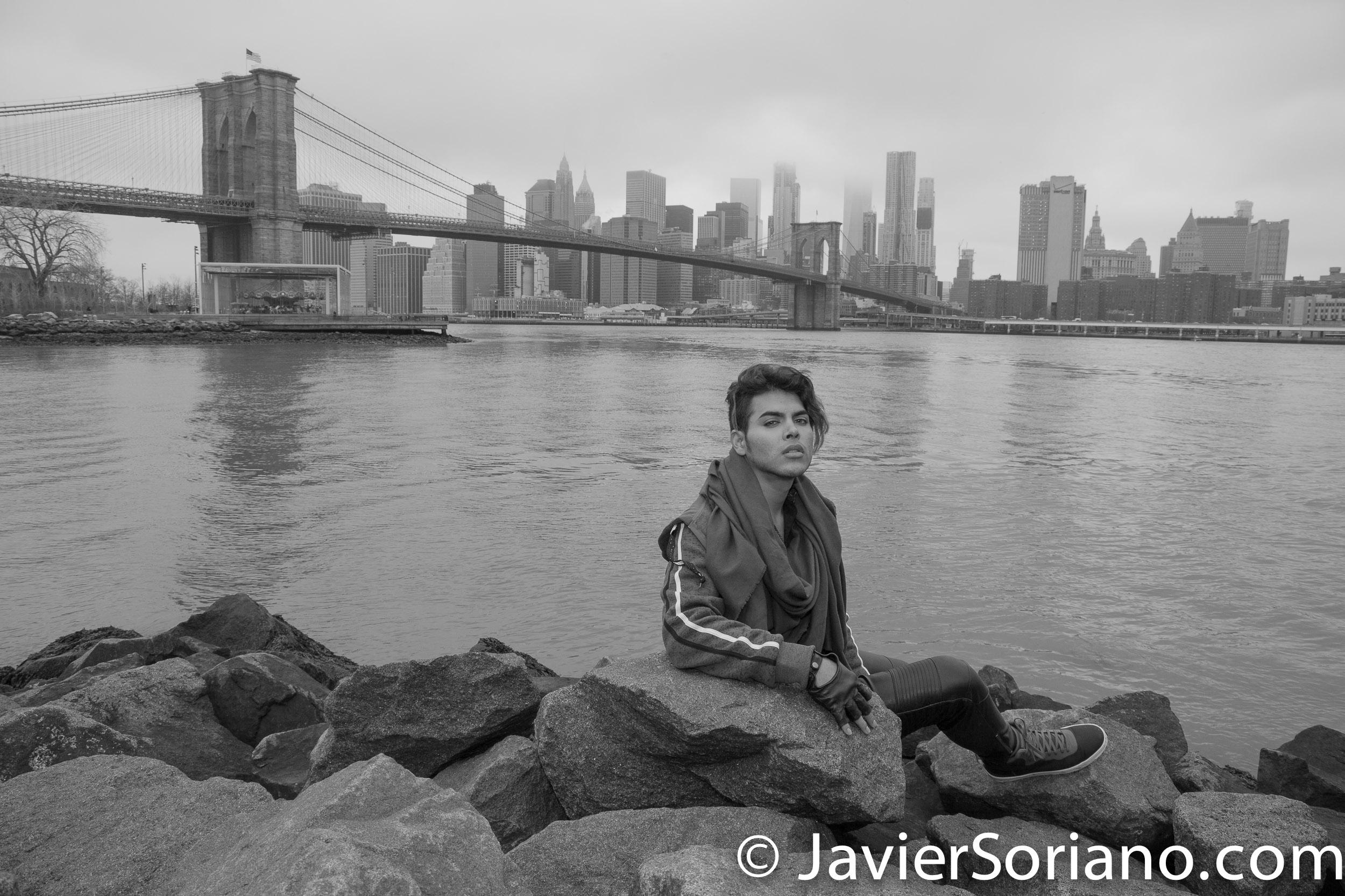 Latino man in Brooklyn Bridge Park. The Brooklyn Bridge on the background. Photo by Javier Soriano/www.JavierSoriano.com