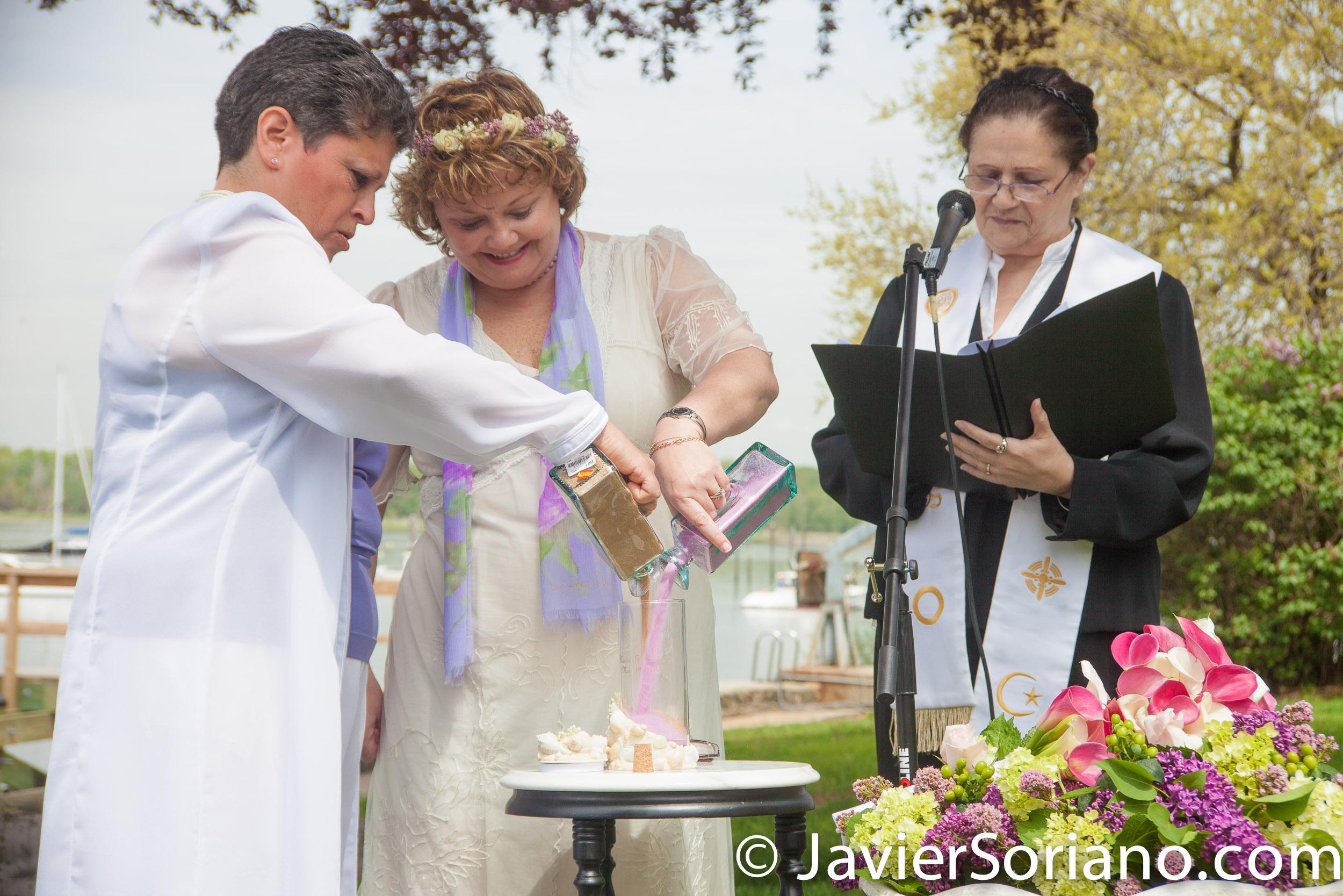 A same sex wedding. A lesbian couple on their wedding day. Una boda del mismo sexo. Una pareja de lesbianas en el día de su boda. Photo by Javier Soriano/www.JavierSoriano.com