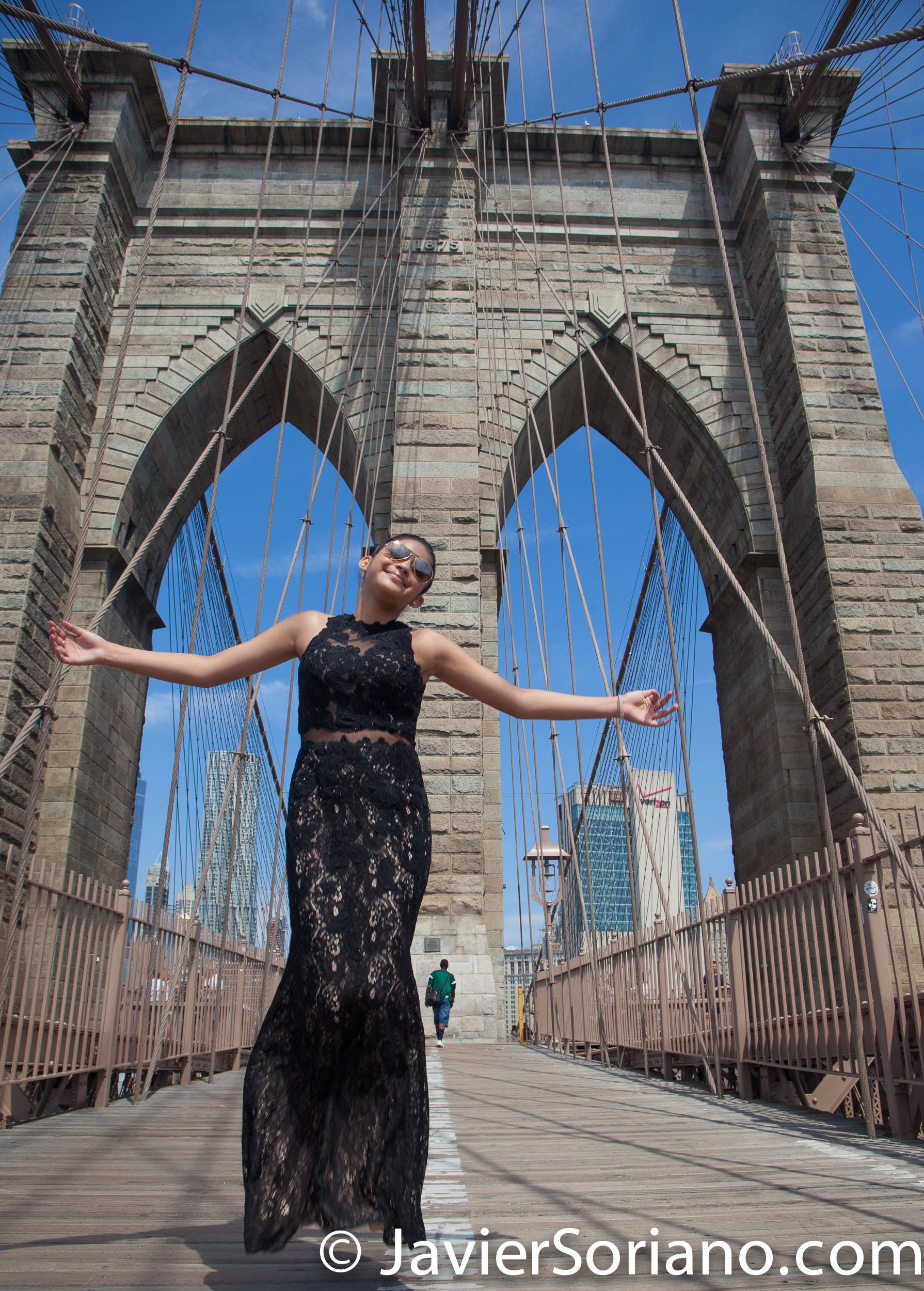 Puente de Brooklyn, Nueva York – Fui el fotógrafo de los Quinceaños de esta hermosa señorita. ¿Necesitas fotos de Quinceañera? Envíeme un mensaje. Foto por Javier Soriano/www.JavierSoriano.com