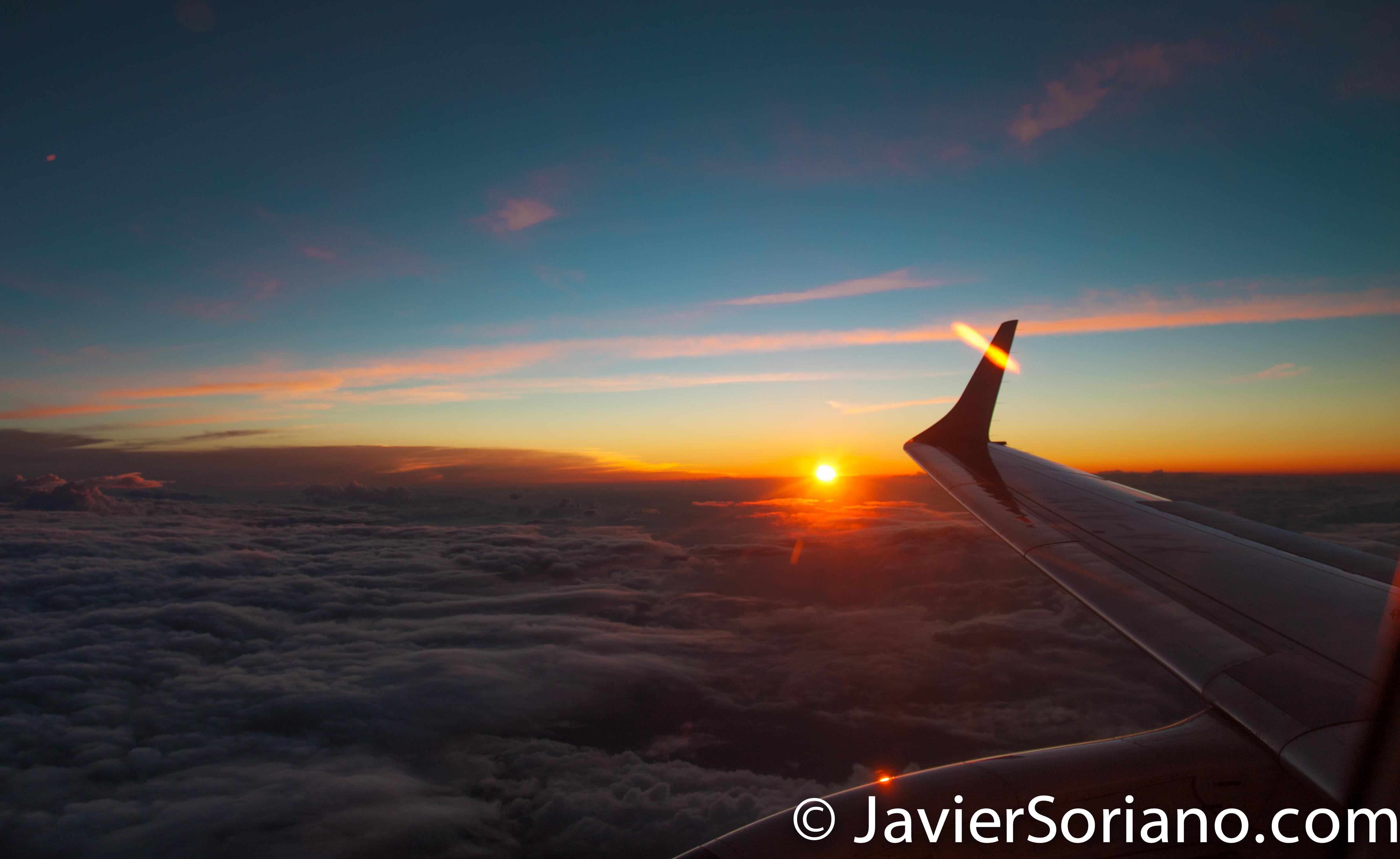 Flying on Aeromexico and enjoying an amazing sunset in the Mexican territory. Photo by Javier Soriano/JavierSoriano.com