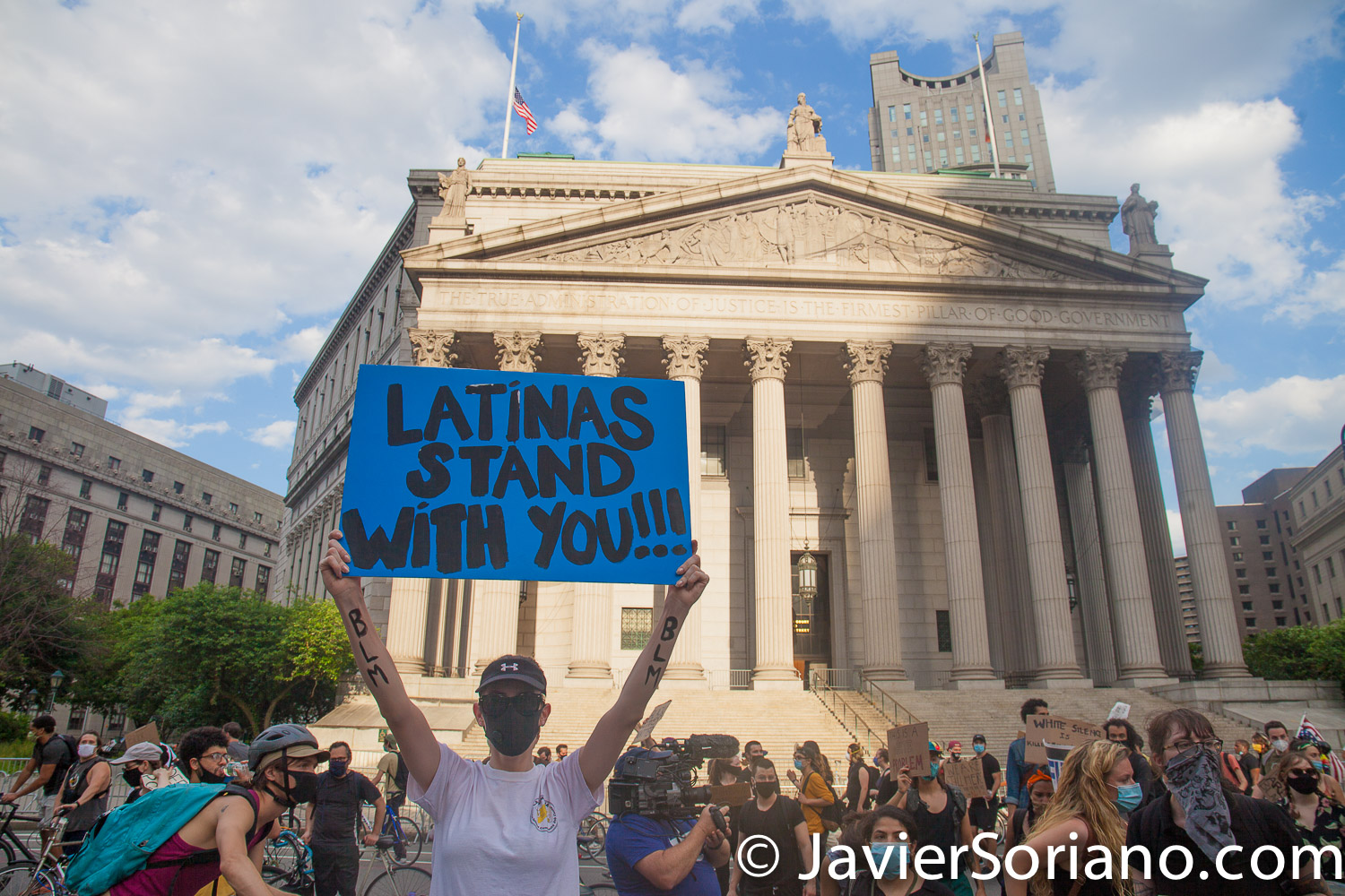 Saturday, June 6, 2020. Brooklyn, New York City – Thousands of New Yorkers tell NYC Mayor Bill de Blasio: DEFUND THE NYPD! Latinas and Latinos support the Black community. Photo by Javier Soriano/www.JavierSoriano.com