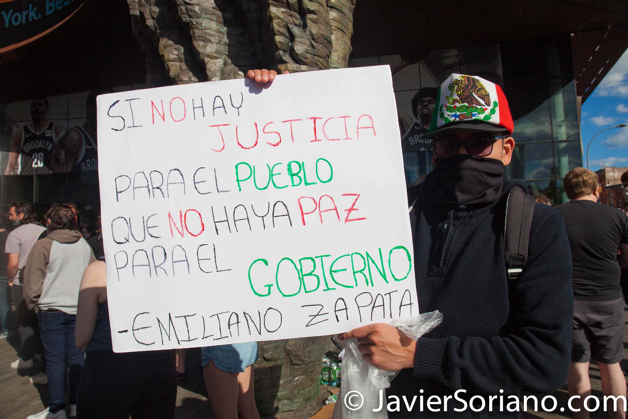 """Sunday, May 31, 2020. New York City -  Rally at Barclays Center, Brooklyn to demand justice for George Floyd, to support Black Lives Matter and to demand police accountability.   Mexican man with a sign that says, """"Si no hay justicia para el pueblo, que no haya paz para el gobierno .""""-Emiliano Zapata (If there is no justice for the people, there is no peace for the government.""""_Emiliano Zapata).  Photo by Javier Soriano/www.JavierSoriano.com"""