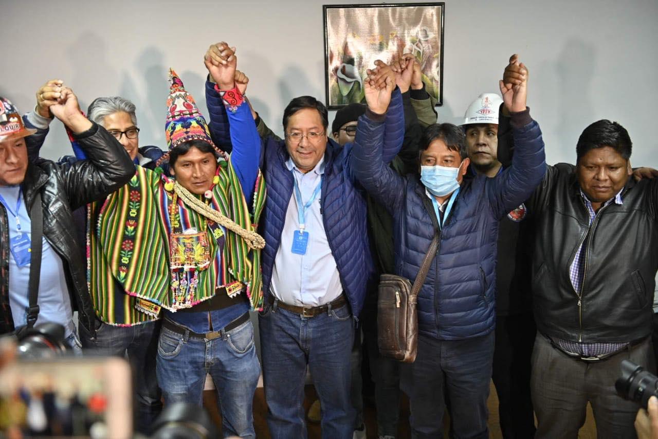 Luis Arce Catacora (en el centro), será el próximo Presidente de Bolivia. Foto por Luis Arce Catacora.