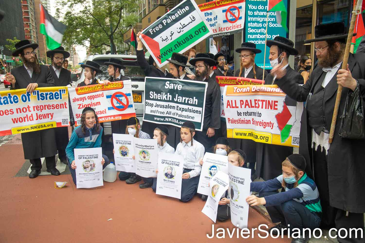 """Sunday, August 29, 2021. Manhattan, New York City – The organization Within Our Lifetime (WOL) held a demonstration inside the Grand Central Terminal. After the rally, they marched to the Israeli consulate in the same borough of Manhattan, in New York City. WOL called the demonstration: """"FREE OUR MARTYRS: DIE-IN & SPEAK OUT FOR PALESTINE."""" Protesters demanded """"the return of Palestinian martyrs bodies who are being held hostage by the Zionist (Israel) entity.""""   THIS PHOTO: Jews of the organization Neturei Karta. Some of their banners read, """"Authentic Rabbis always opposed Zionism and the state of Israel. www.nkusa.org"""" and """"Torah demands ALL PALESTINE be returned to Palestinian sovereignty. www.nkusa.org""""   Photo by Javier Soriano/www.JavierSoriano.com"""